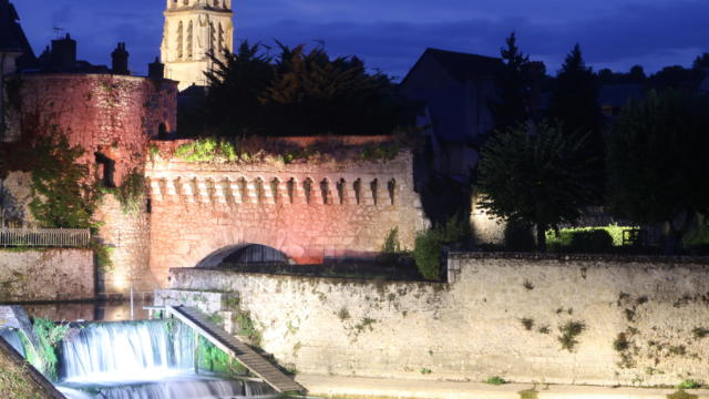 Porte d'eau by night