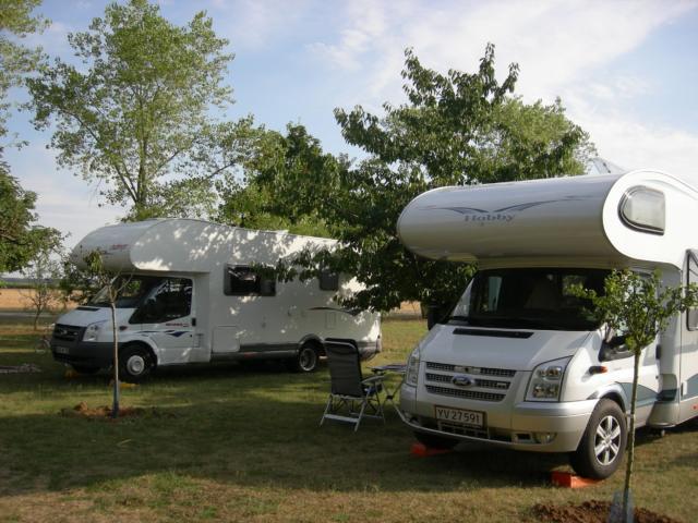 Campings-cars sur une aire en Vendômois