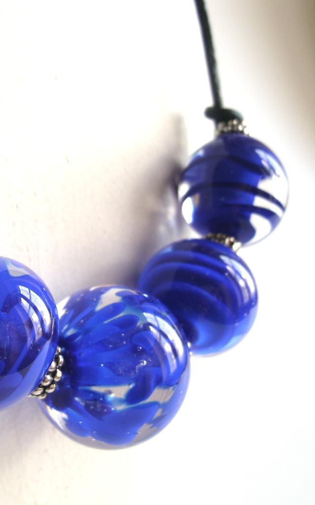 Collier bleu en perle verre de Murano de Claire Dufrenne / Bijoux Claramints à Trôo