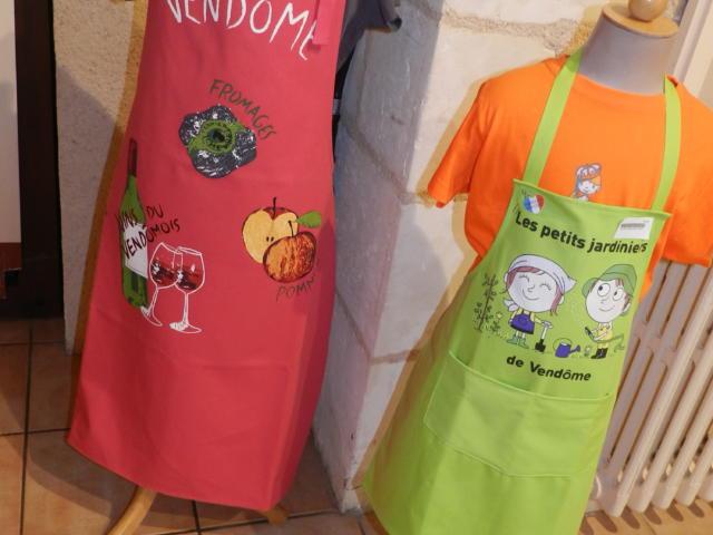 Tabliers adultes (Vendôme) et enfants (les petits jardiniers) - Boutique Office de Tourisme à Vendôme