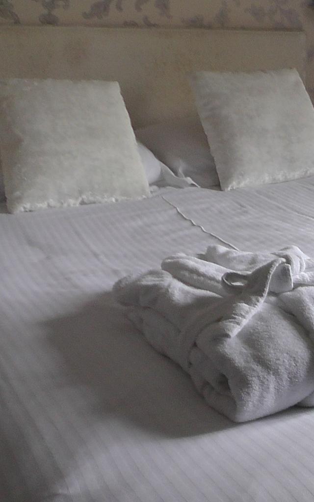 Lit dans une chambre d'hôtel en Vendômois