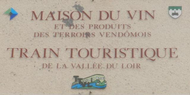 Enseigne de la Maison du Vin à Thoré-la-Rochette