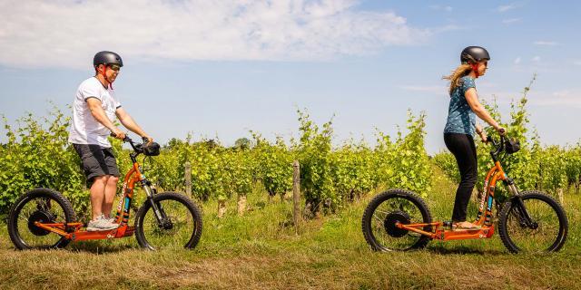 Balade dans les vignes en trottinette électrique [Credit Adttouraine Jc Coutand 2029 23]