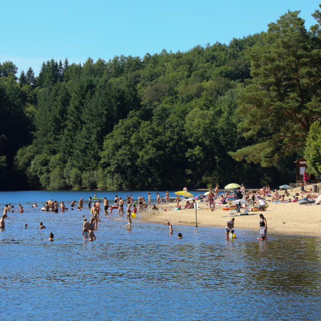 Baignade au lac de Marcillac-la-Croisille
