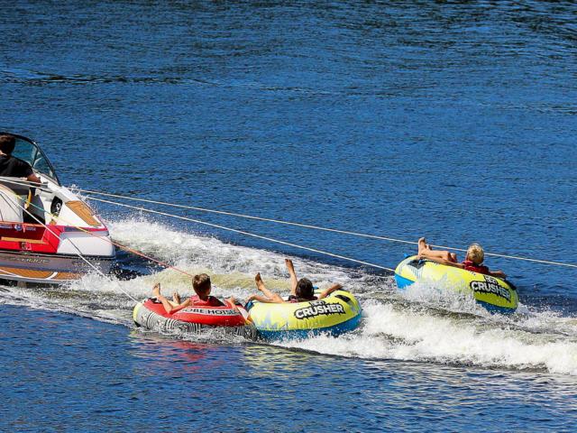 Sport de plein air sur le lac de Marcillac-la-Croisille