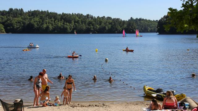 Lieu de baignade au lac de La Valette à Marcillac-La-Croisille