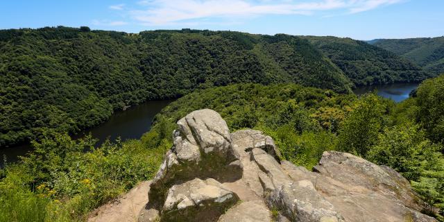 Le roc du Busatier - vue sur les gorges de la Dordogne - Marcillac-la-Croisille