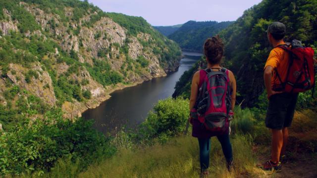 Sur le sentier de la Dordogne de Villages en Barrages