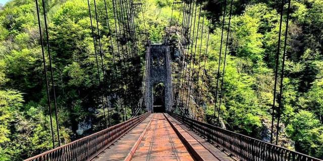 Viaduc Des Rochers Noirs - à proximité de Lapleau