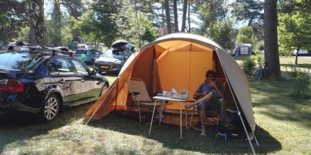 Tente sur le camping de Marcillac-la-Croisille