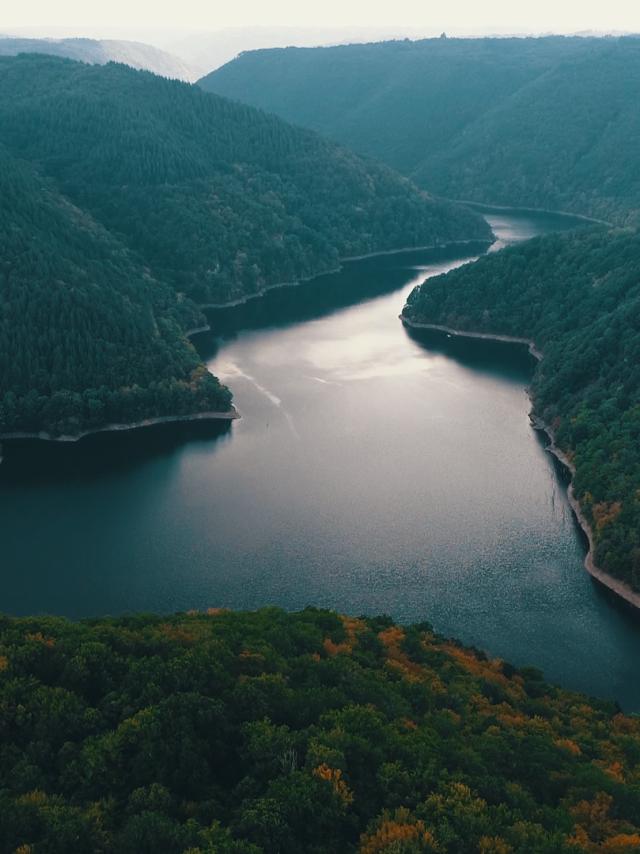 Vue sur les Gorges de la Dordogne en drone - Marcillac-la-Croisille