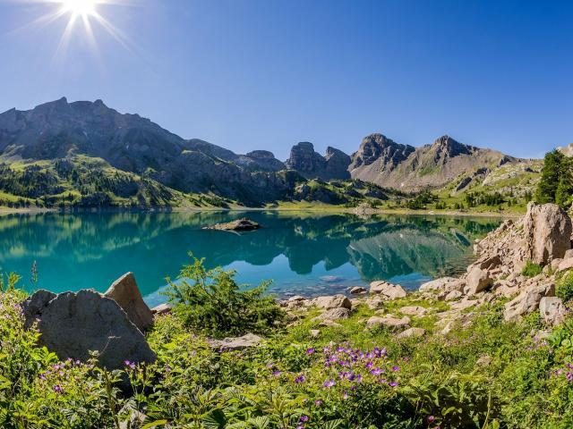 Lac d'Allos 2228 m, Val d'Allos, 04, Alpes-de-Haute-Provence, France, Europe // Europe,France, Alpes-de-Haute-Provence, 04, Val d'Allos, Allos Lake 2228 m
