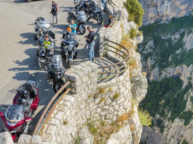 Motos sur la route des crètes