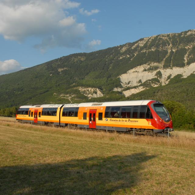 Train des Chemins de Fer de Provence orange