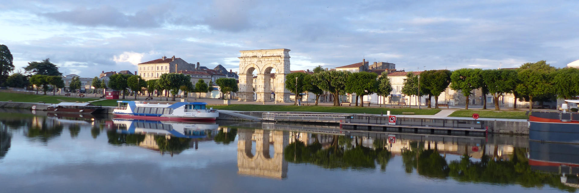 Vue de saintes et son arc de germanicus