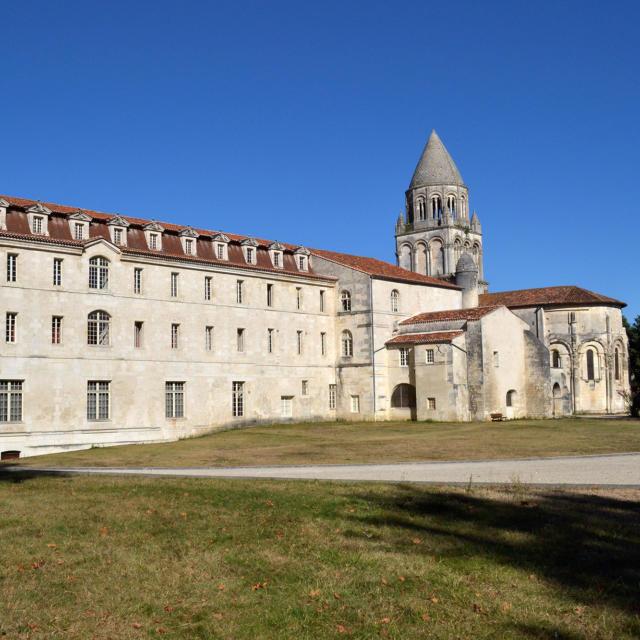 Abbaye-aux-dames Derrière