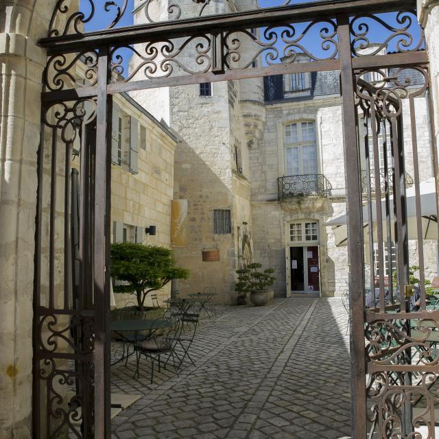 17-saintes-musee-de-lechevinage-ville-de-saintes.jpg