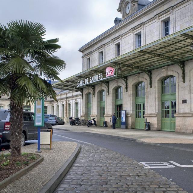Gare De Saintes